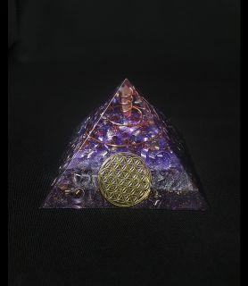 Orgonite pyramide violette bijoux et orgonites