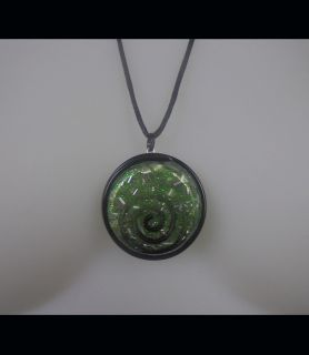 Collier Orgonite vert H/F